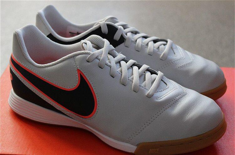 Кожаные детские футзалки Nike JR TIEMPO LEGEND VI IC 819190-001 ... 288a627da9c